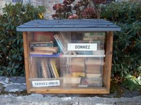 Boite à livres à Roscanvel en Bretagne