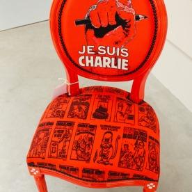 Chaise customisée « Je suis Charlie » © MissAcacia