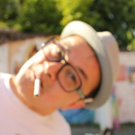 Ernesto Novo en mode… troublion ! ©Miss Acacia
