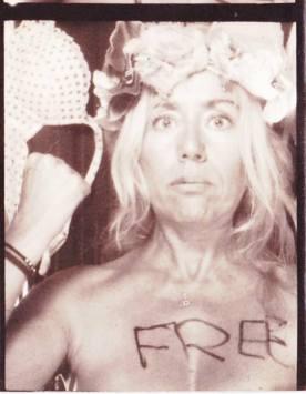 Photomaton - Soutien aux Femen