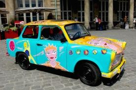 """Trabant """"customisée"""" par Christophe Bouch, Kiddy Citny et Thierry Noir"""