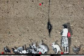Pablo Delgado (Mexique) «No Man's Land» Au pied du mur fissuré, des lapins du no man's land copulent. Donc la vie continue… N'est-ce pas mon général ?