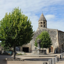 Fontaine du XVIe siècle, place de l'Ormeau