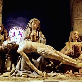 """Superbe """"Pieta"""" dans la crypte de l'église."""