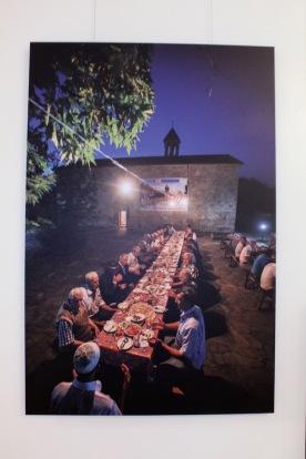 L'Eglise ourdie invite tous les musulmans du village de Nij à partager ensemble l'iftar, repas musulman pris au coucher du soleil pendant le ramadan.