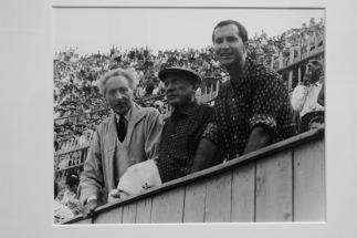 Jean Cocteau, Pablo Picasso et Luis Miguel Dominguin aux arènes