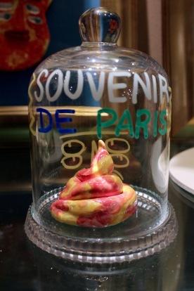 """""""Crotte parisienne"""" sous cloche"""