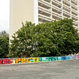 Respect ton quartier, fresque réalisée par les enfants du quartier et Papa Mesk